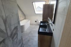 badkamer-zwart-hout-douce